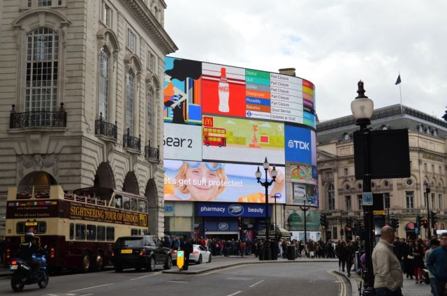 3PiccadillyCircus1