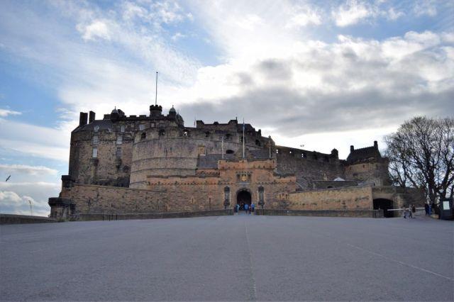 2Edinburgh Castle 0