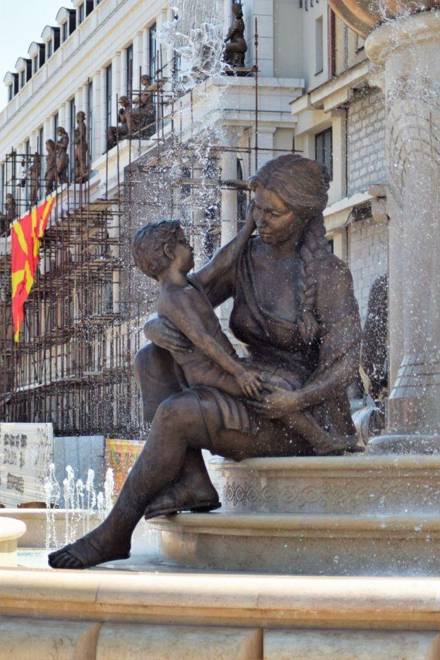 5Mothers of Macedonia fontänen 0
