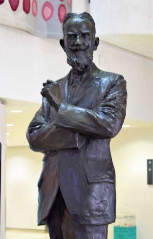 18Bernard Shaw statyn 2