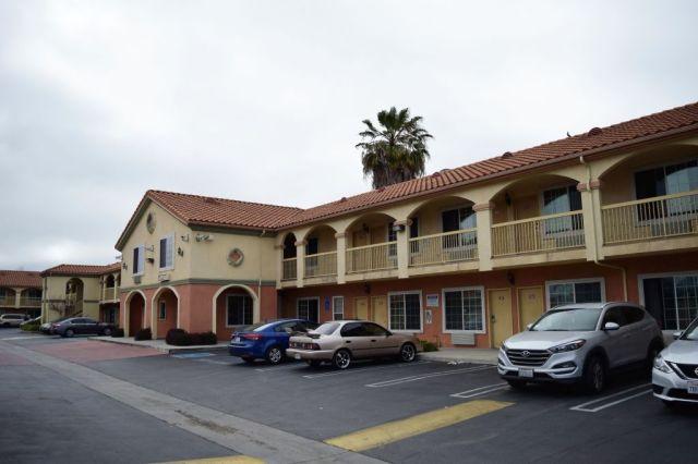 Crystal Inn Suites & Spas, Inglewood 3