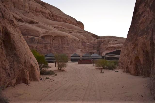 2Soluppgång, beduincamp 8